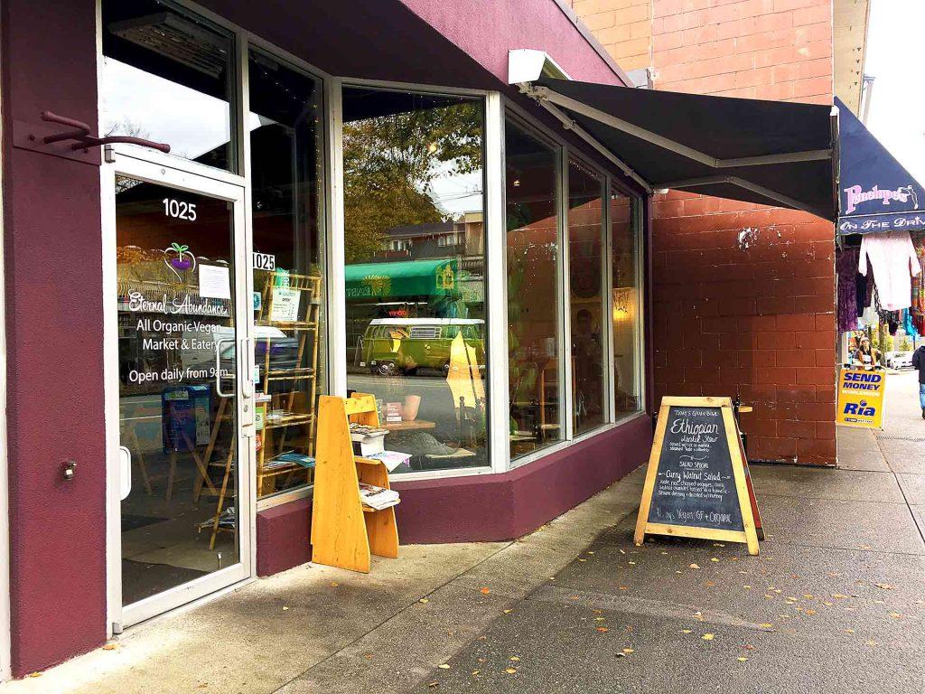 Curry Burger at Eternal Abundance Cafe | tryhiddengems.com