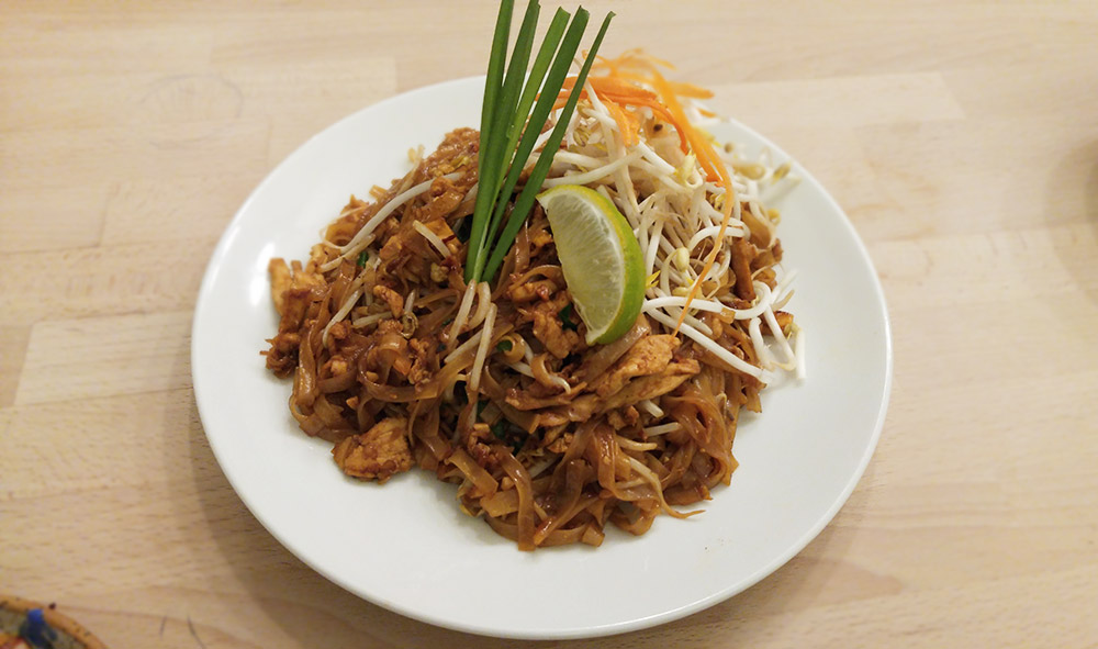Chicken Pad Thai at Kin Kao | tryhiddengems.com